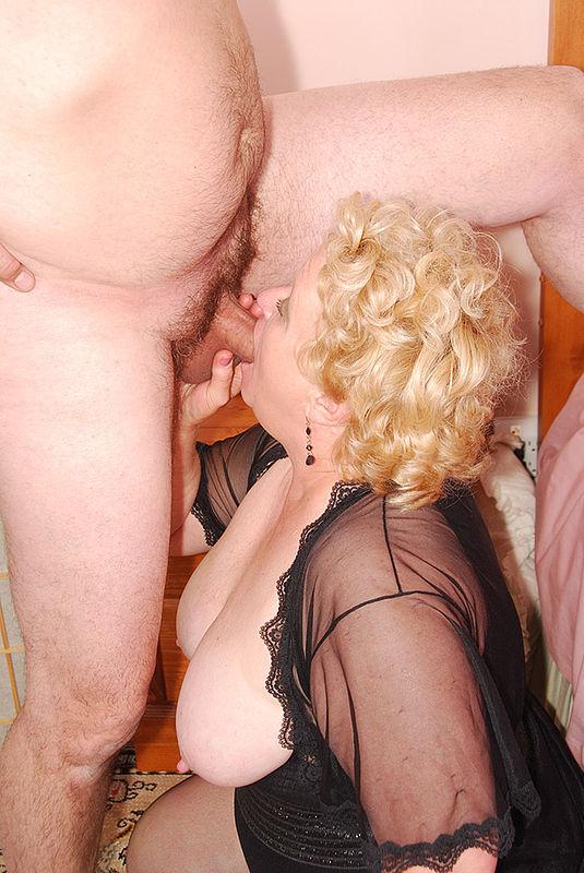 yana-rudneva-golie-foto