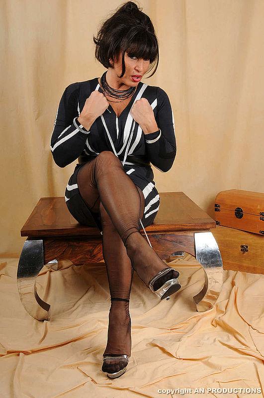 Carmen bella latina strip