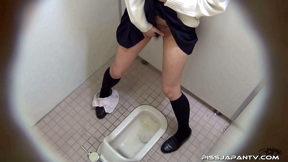 japanese piss fetish porn   asian girls pissing   to squat and go