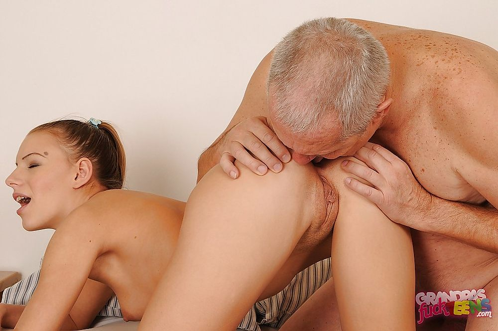 порно дедушка лижет внучке