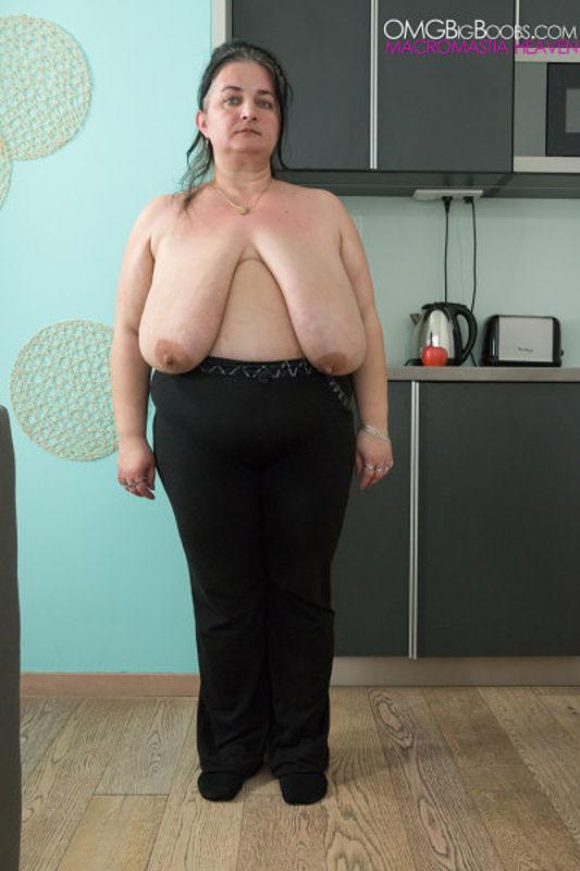Mature housewife big boobs Mature Housewife With Huge Heavy Boobs Maturekingdom Com