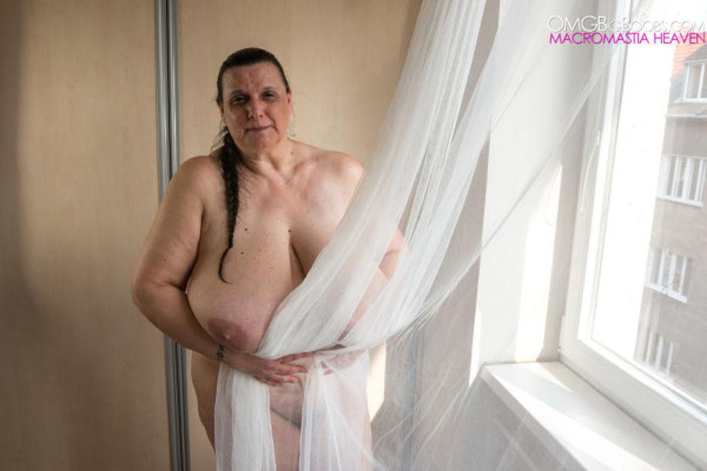 Granny with huge tits - MatureKingdom.com