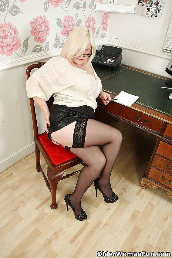 year old uk gilf lacey starr from olderwomanfun