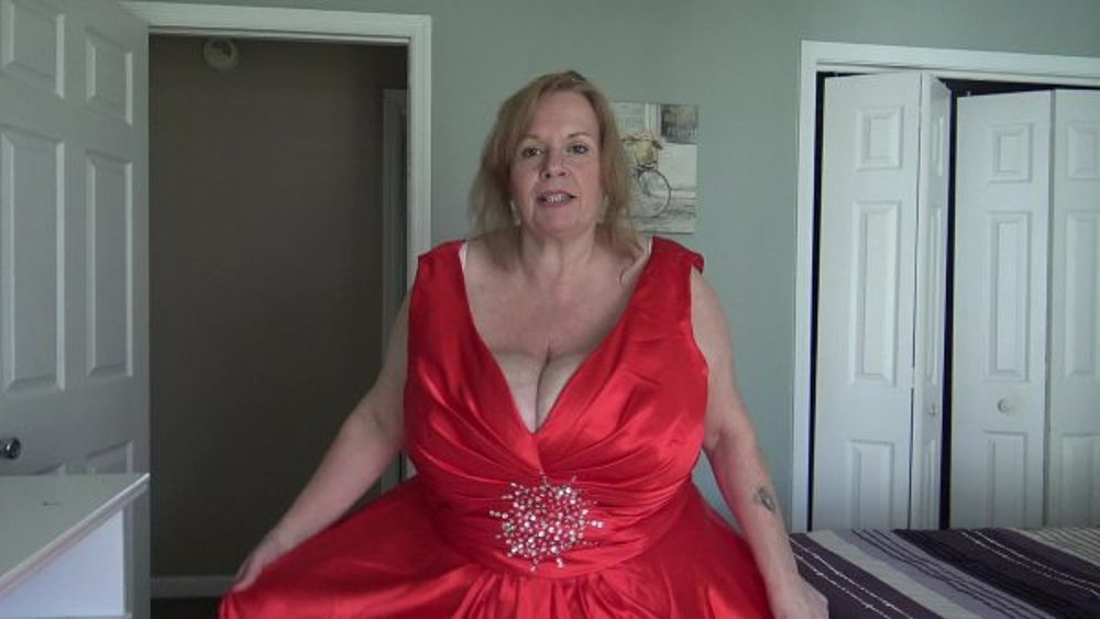 Mature housewife big boobs Bbw Mature Housewife Suzie Q Licking Her Massive Tits Maturekingdom Com