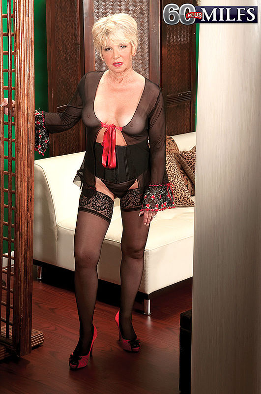 Deanna bentley mature model
