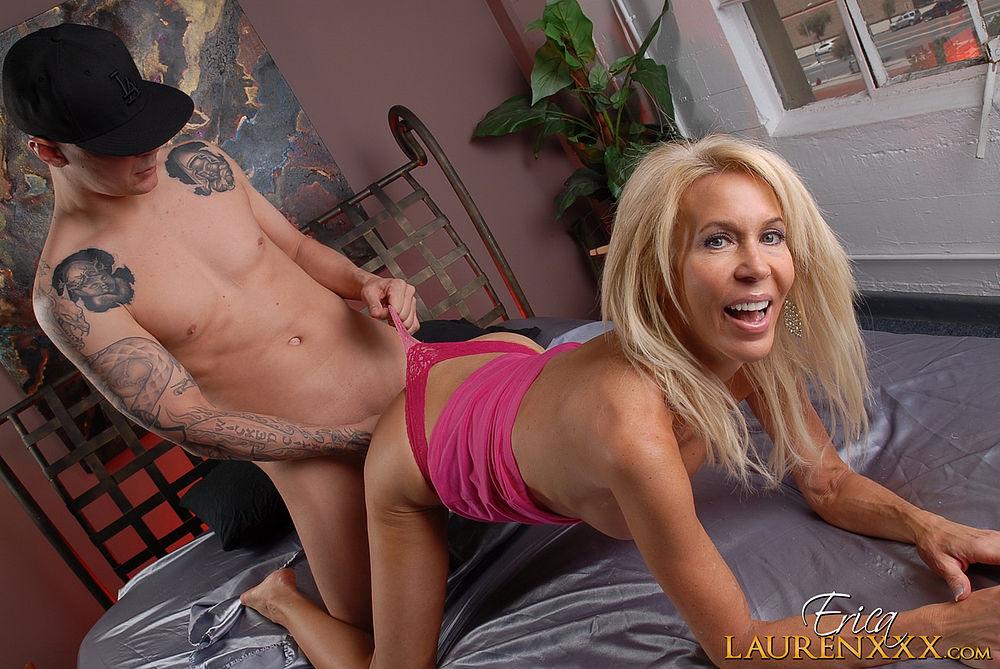 Erica Lauren mature pornoson premier gros pénis