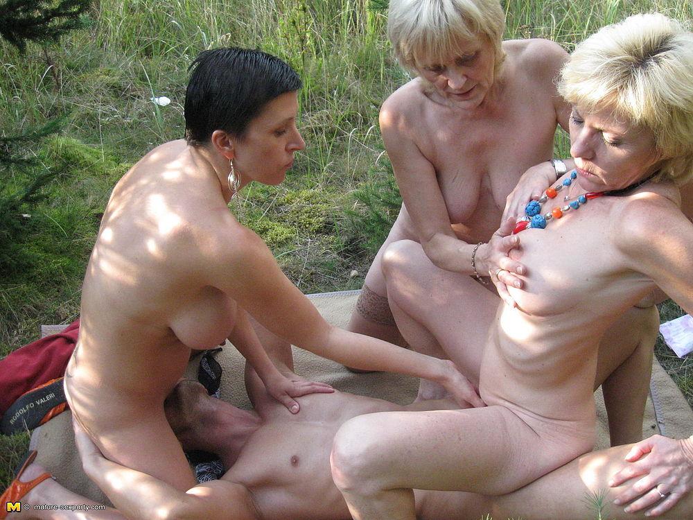 голые пожилые групповое фото