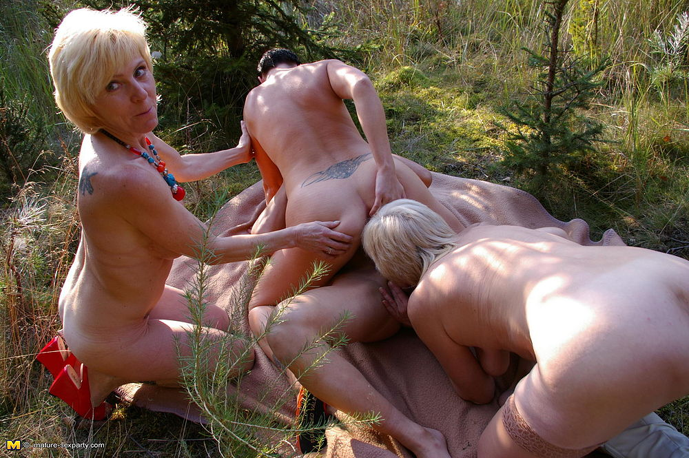 Mature wife fucking in forrest